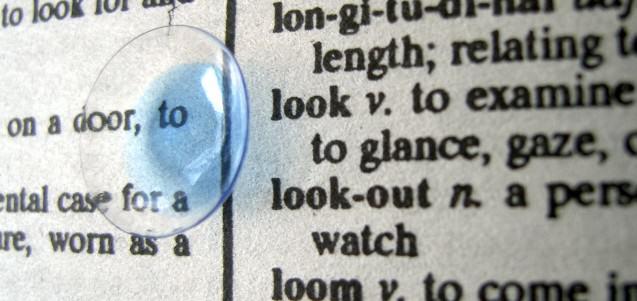 Las lentes de contacto son un elemento protésico y deben tratarse como un medicamento