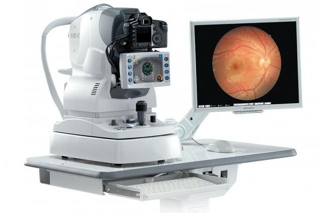 El retinógrafo es una de las cámaras oftalmológicas con que cuenta el I.O.A. que permite capturar imágenes de retina digitalmente y almacenarlas de forma segura, de modo que se mantiene una base de datos fotográfica de las imagenes del fondo de ojo de nuestros pacientes a través del tiempo.