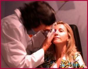 """Medicion """"clásica"""" de la presión ocular con tonómetro de aplanación"""