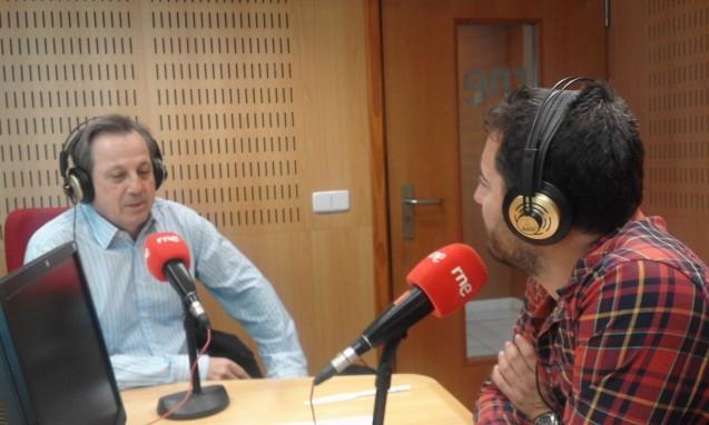 El Dr. Alfredo Amigó visita los estudios de Radio Nacional de España